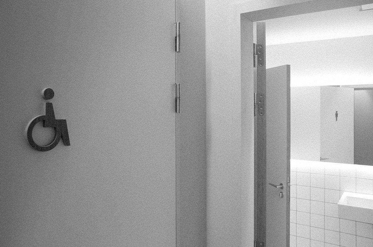 wit-gele kruis - toiletten